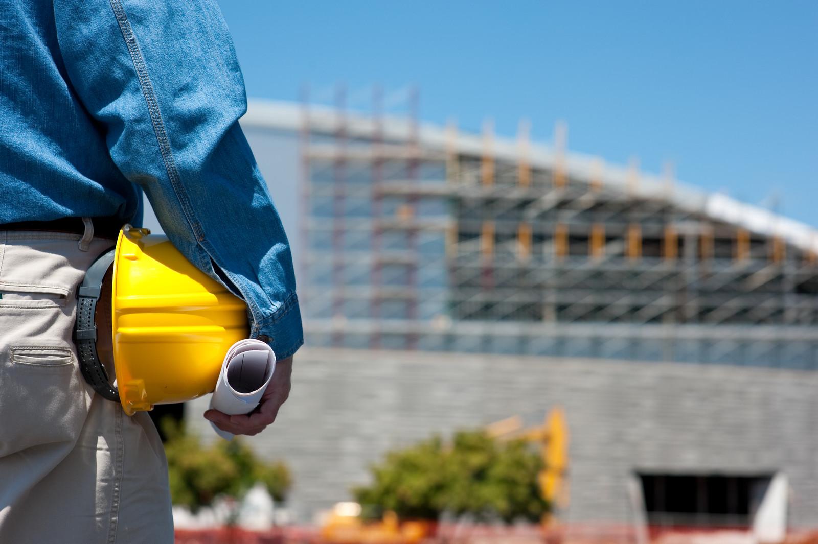 WORKER-BUILDING-MED